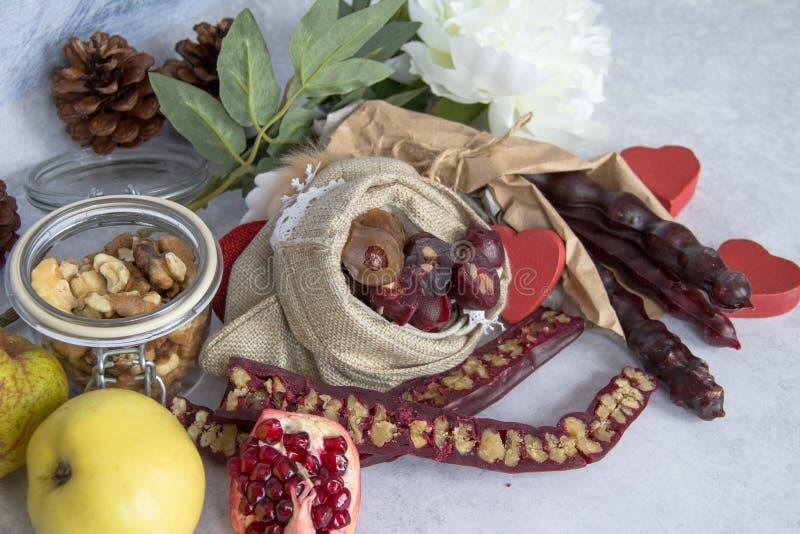Caramelo vela-formado georgiano tradicional Churchkhela foto de archivo libre de regalías