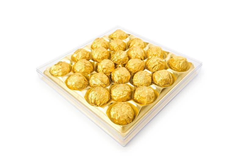 Caramelos de chocolate aislados en el blanco foto de archivo