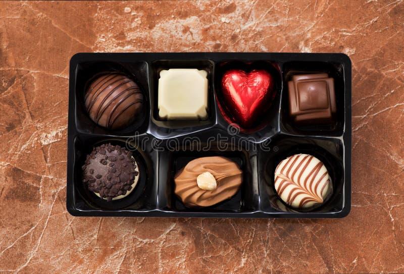 Caramelos de chocolate en una caja imagen de archivo libre de regalías