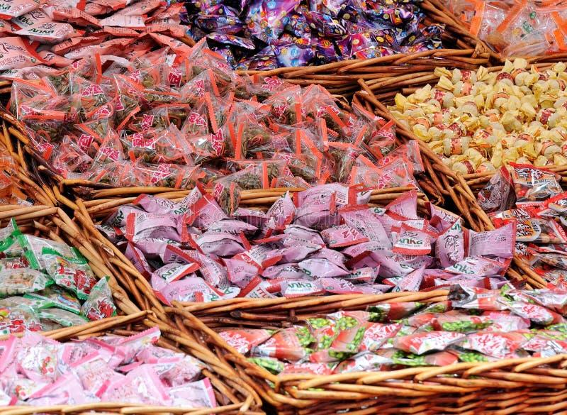 Caramelos y curiosidades chinos clasificados imagen de archivo