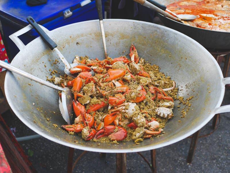 Caranguejo fritado com pó de caril fotografia de stock