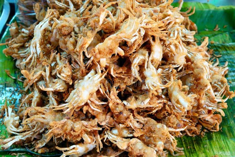 Caranguejos fritados friáveis no alimento tailandês da rua foto de stock royalty free