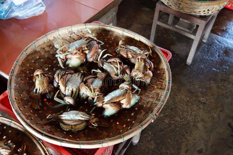 Caranguejos no mercado de Hoi An imagens de stock