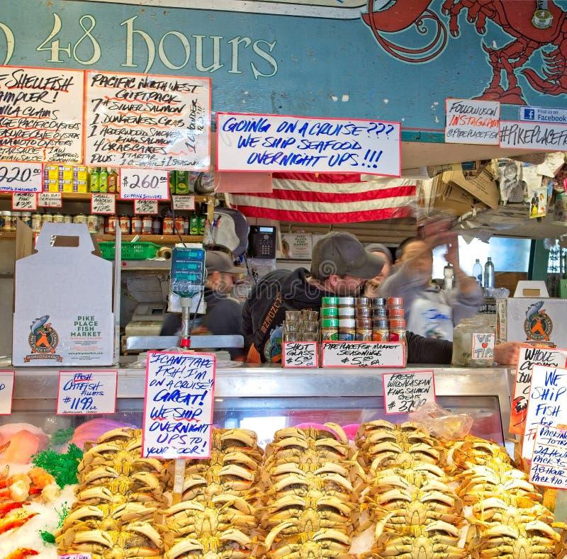 Caranguejos no mercado foto de stock