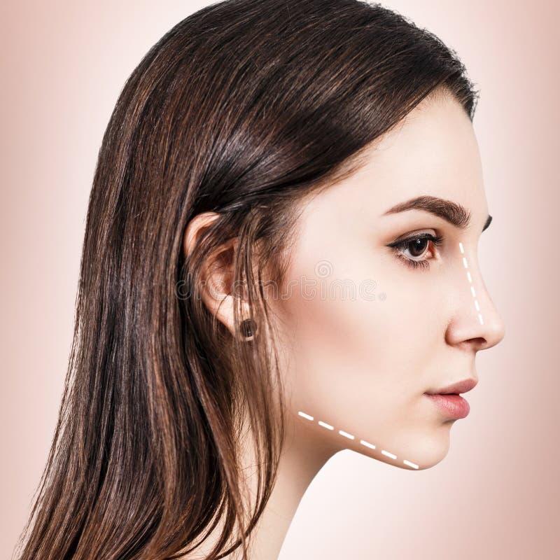 Caras de la mujer joven con las flechas de elevación imagen de archivo libre de regalías