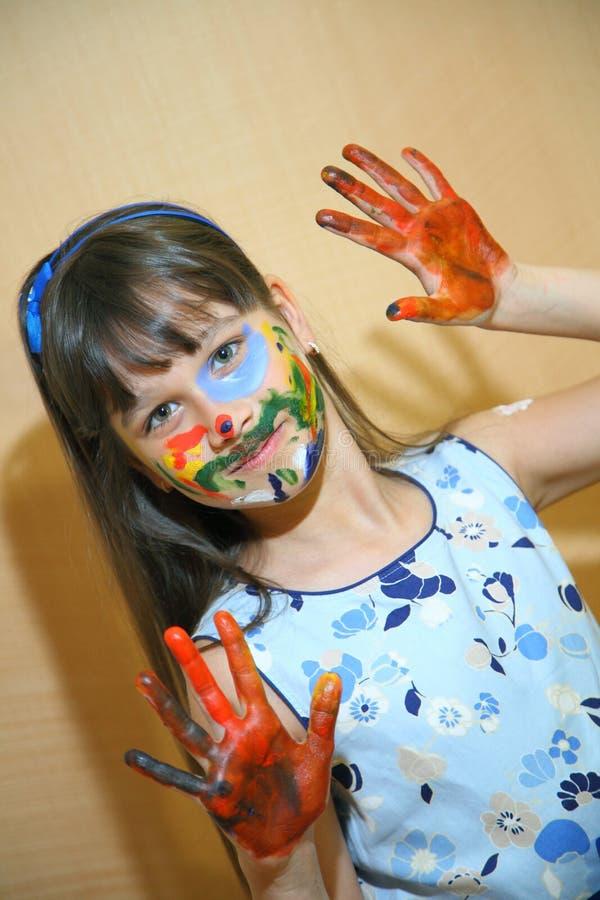Caras de las pinturas de los niños con colores fotos de archivo
