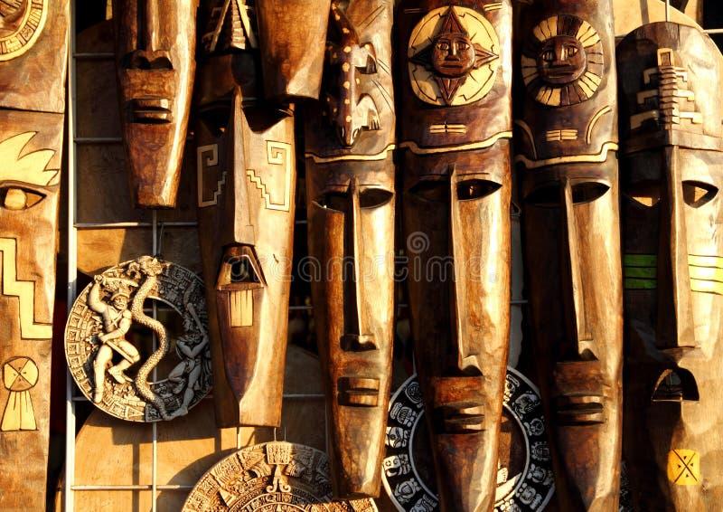 Caras de madera handcrafted máscara de madera mexicana foto de archivo