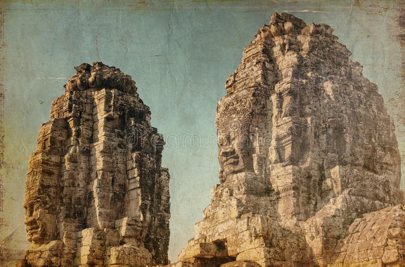 Caras del templo antiguo de Bayon en Angkor Wat en retro y grunge fotografía de archivo libre de regalías