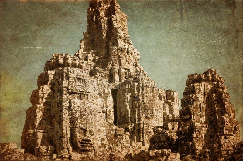 Caras del templo antiguo de Bayon en Angkor Wat en retro y grunge imagenes de archivo