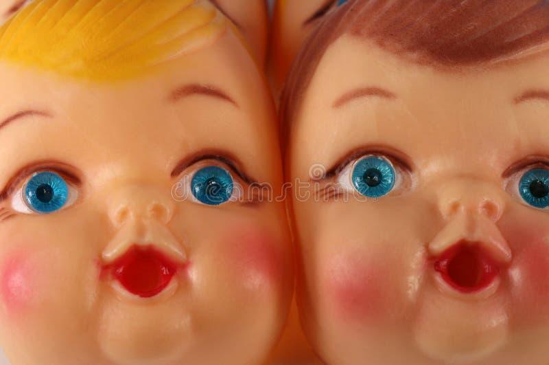 Caras plásticas de la muñeca fotos de archivo