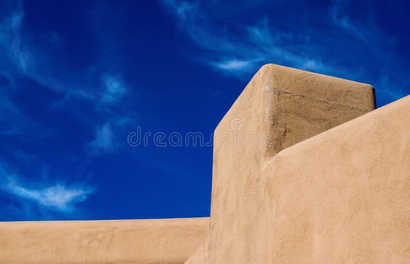 Caratteristica del progetto sudoccidentale dell'adobe di architettura fotografia stock libera da diritti