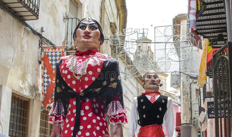 Caravaca de Ла Cruz, Испания 2-ое мая 2019: Парад Giants на праздненстве Caballos del vino или лошадях вина стоковые изображения rf