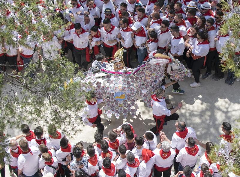 Caravaca de la Cruz, Espanha, o 2 de maio de 2019: Corrida de cavalos em Caballos Del Vino imagens de stock