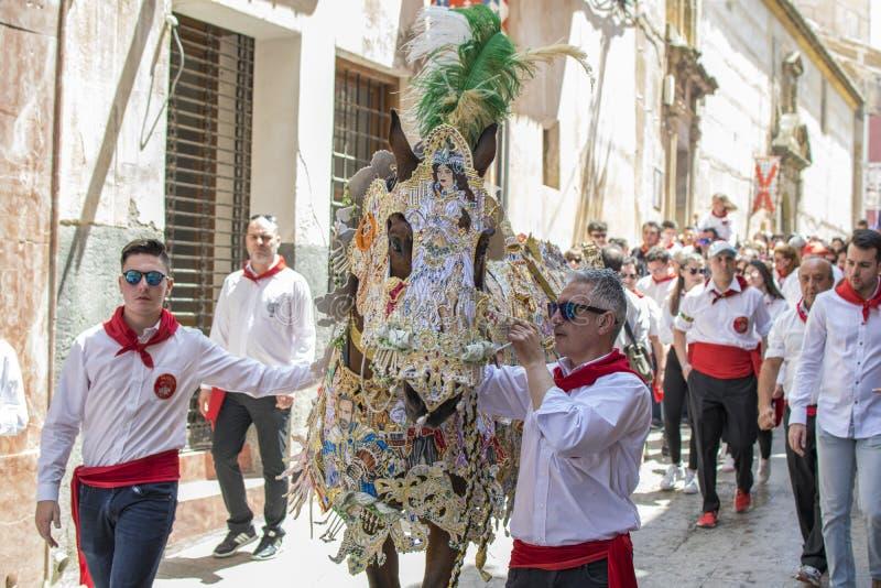 Caravaca de la Cruz, Spagna, il 2 maggio 2019: Cavallo che è sfoggiato a Caballos Del Vino immagine stock