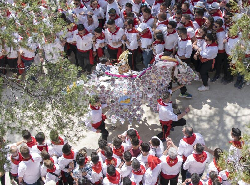 Caravaca de la Cruz, Spanien, am 2. Mai 2019: Pferderennen bei Caballos Del Vino stockbilder