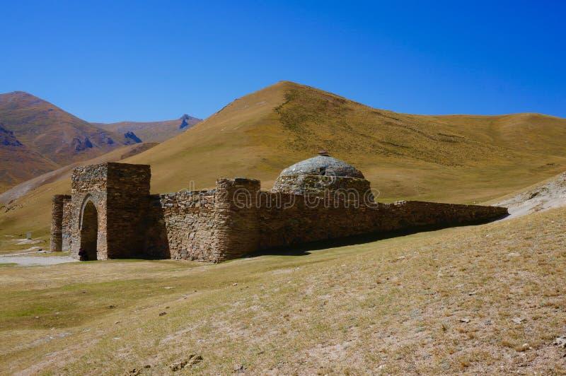 Caravançará na Rota da Seda, Quirguizistão de Tash Rabat fotos de stock royalty free