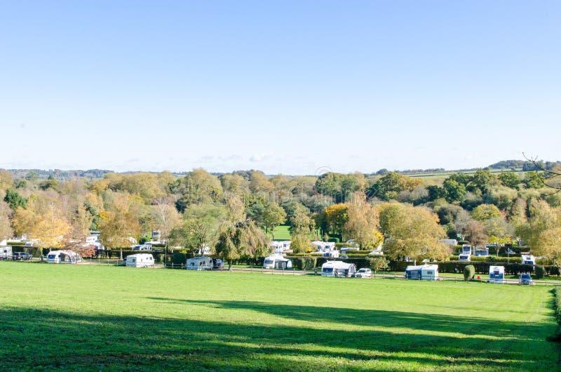 Caravan het reizen plaats in landelijk Berkshire stock foto's