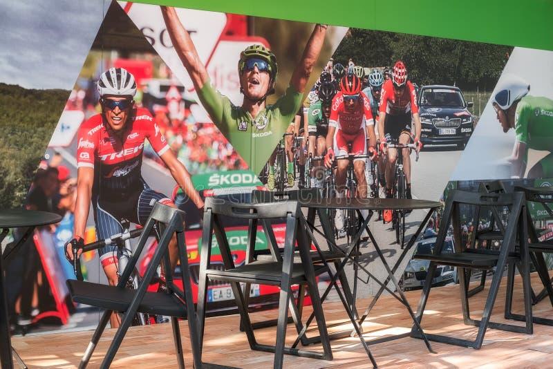 A caravana do La Vuelta 2018, área SKODA fotografia de stock