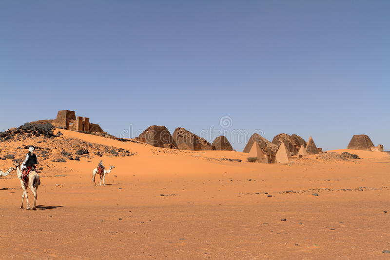 Caravana en el Sáhara de Sudán cerca de Meroe imagen de archivo