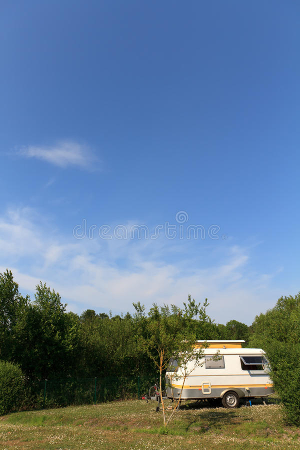 Caravana pequena da estalar-parte superior fotos de stock