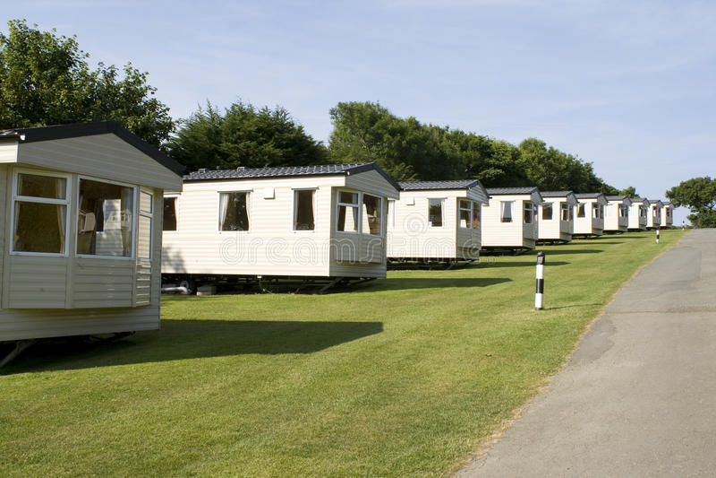 Caravanas estáticas en un camping foto de archivo libre de regalías