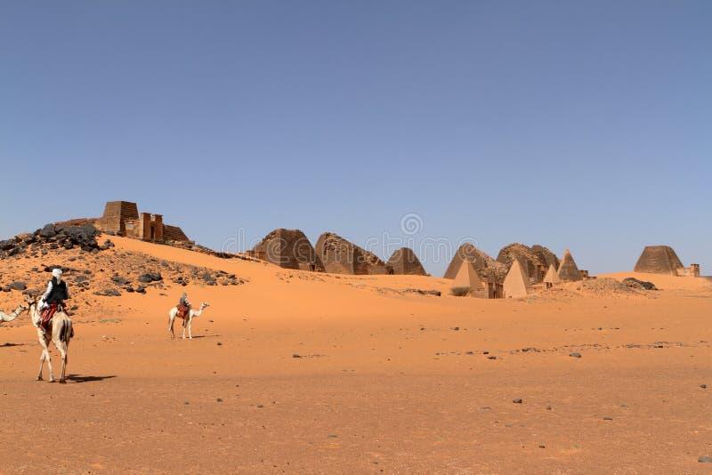 Caravane au Sahara du Soudan près de Meroe image stock