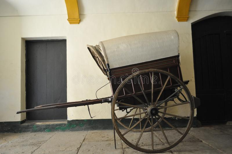 Caravane en bois de chariot de cru image libre de droits