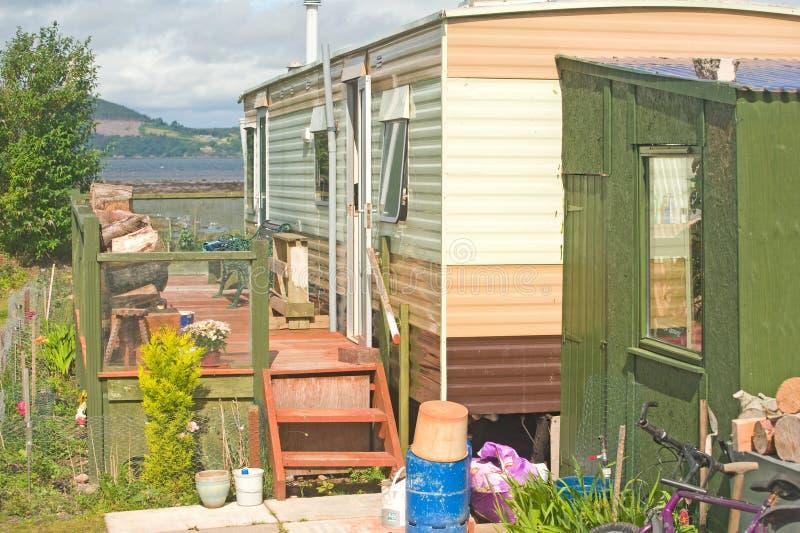 Caravane résidentielle avec le decking. photo stock