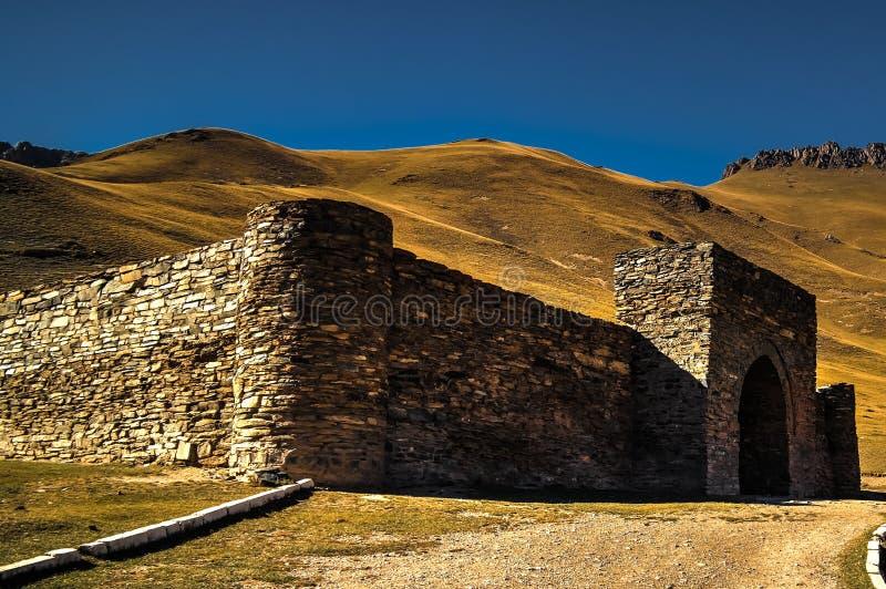 Caravanserai van Tashrabat in Tian Shan-berg in Naryn-provincie, Kyrgyzstan royalty-vrije stock foto