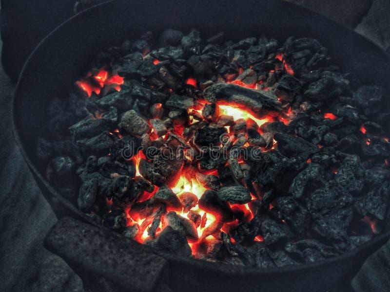 Carbón ardiente foto de archivo