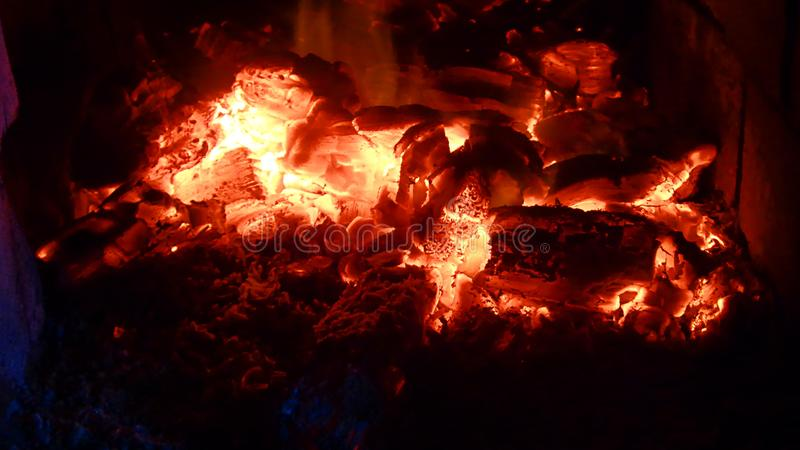 Carbón candente - fuego del horno fotografía de archivo libre de regalías
