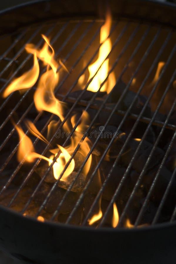 Carbón de leña ardiente fotos de archivo libres de regalías