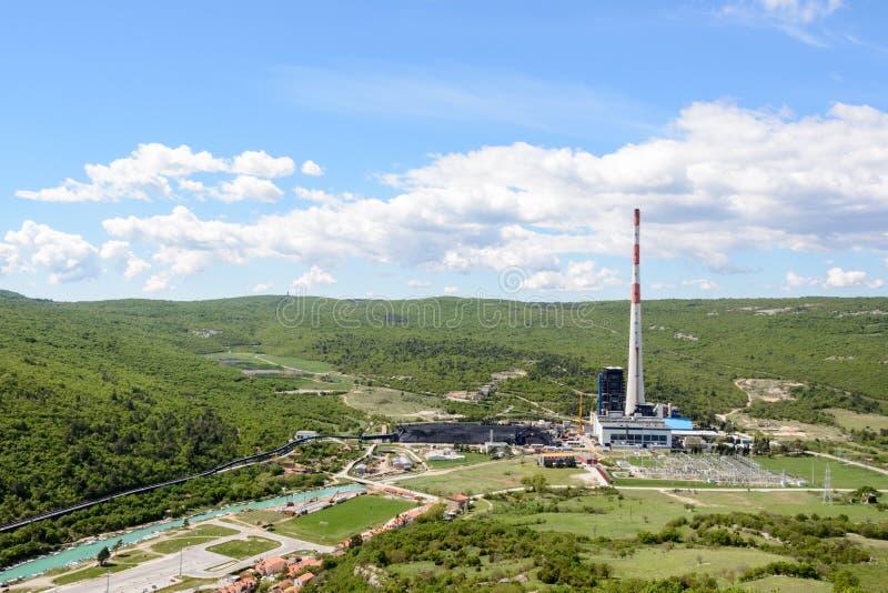Carbón del combustible fósil que quema la planta de la corriente eléctrica foto de archivo libre de regalías