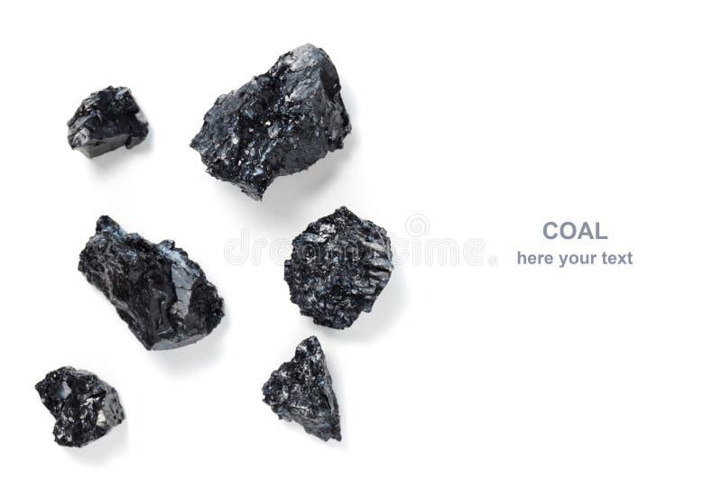 Carbón duro en el fondo blanco Combustible y energía fotografía de archivo
