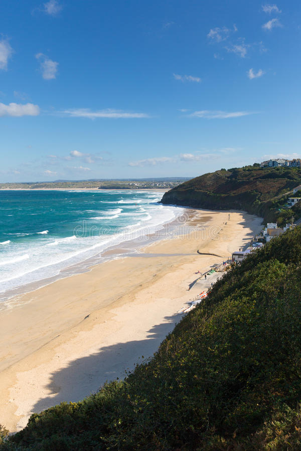 Carbisbaai dichtbij St Ives Cornwall England met zandig strand royalty-vrije stock foto