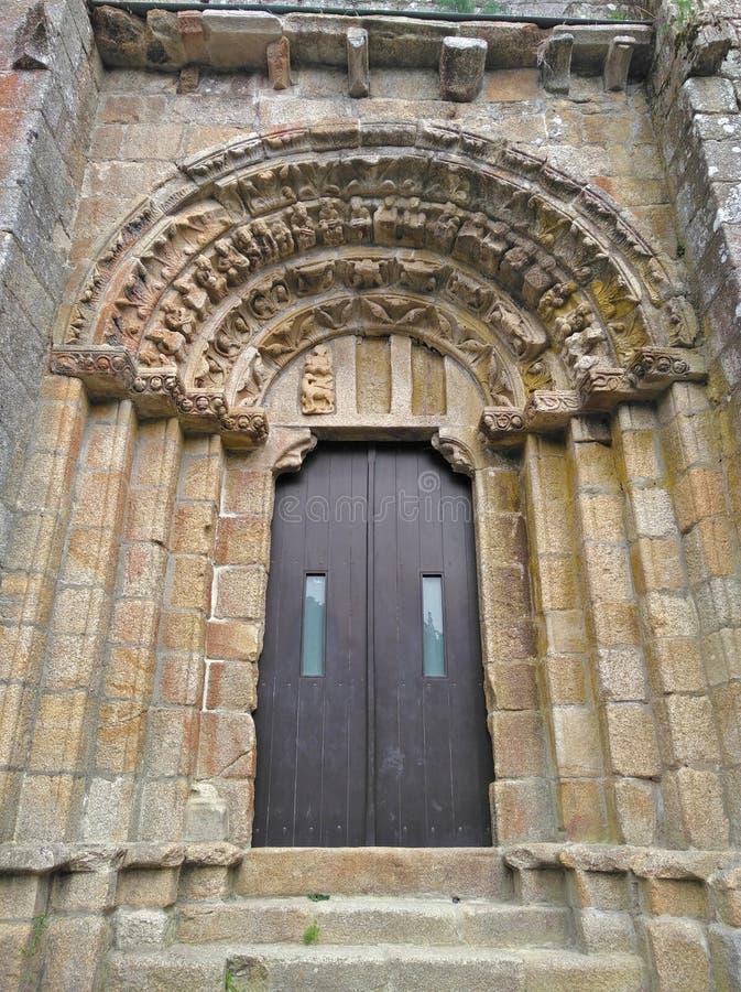 Carboeiro,加利西亚,西班牙修道院的大门门  库存照片