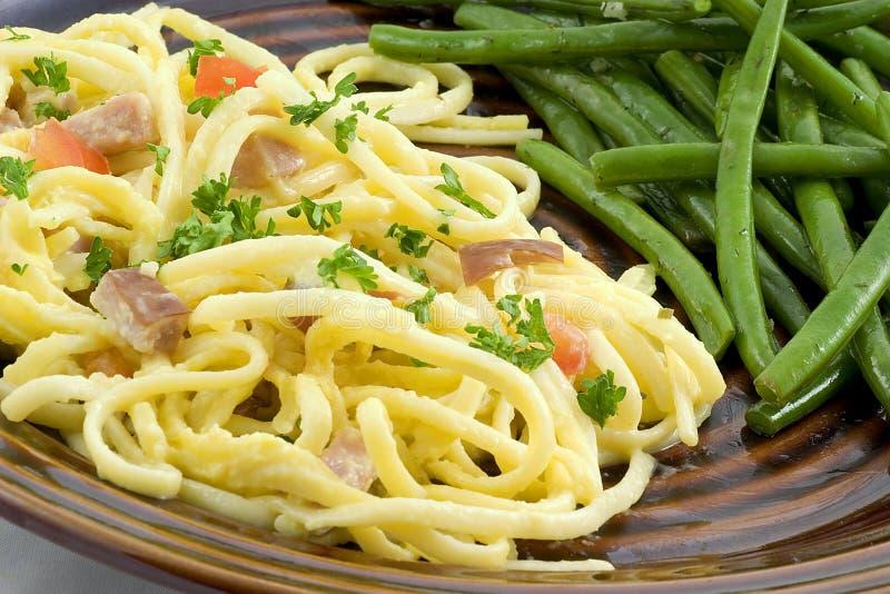 Carbonara e fagioli degli spaghetti fotografie stock libere da diritti