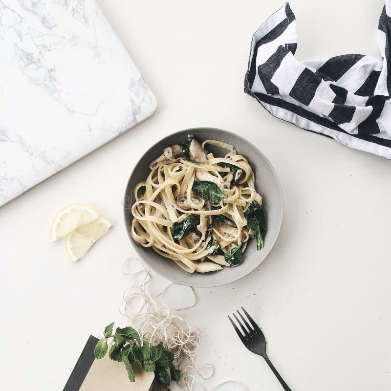 Carbonara in Grey Bowl immagine stock