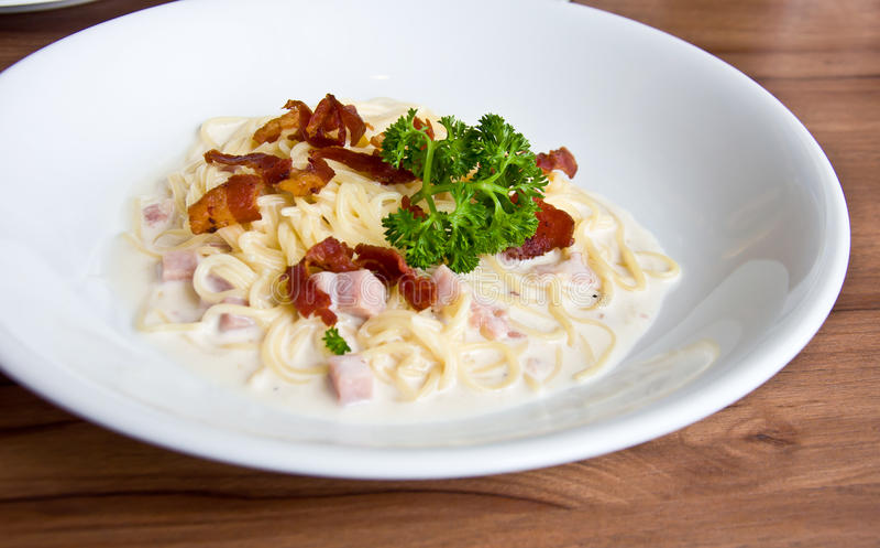 Carbonara-spagetti lizenzfreies stockfoto
