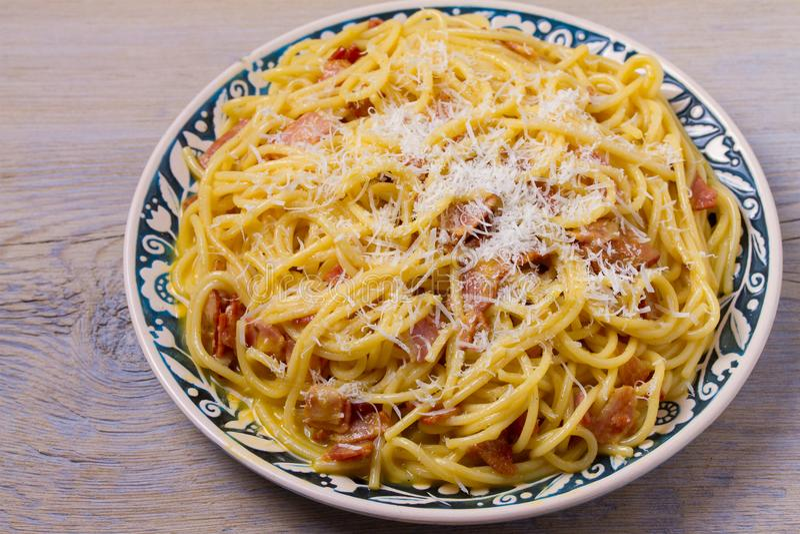 Carbonara van deegwaren Romige Spaghetti Carbonara Italiaanse keukenschotel royalty-vrije stock fotografie
