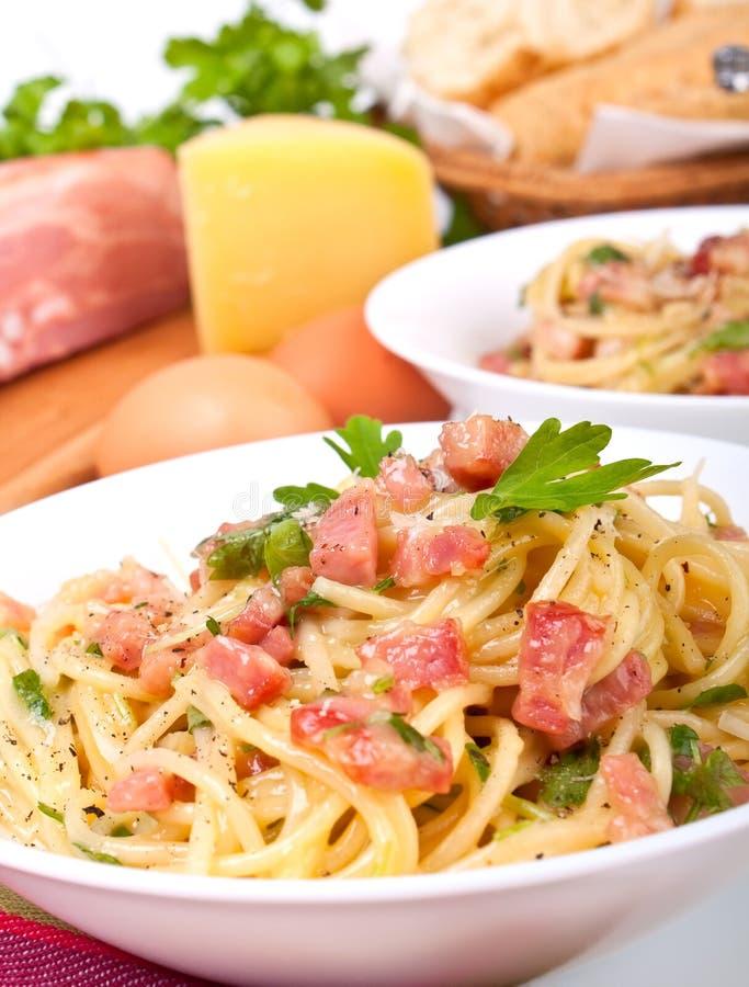 carbonaraingrediensspagetti royaltyfri fotografi