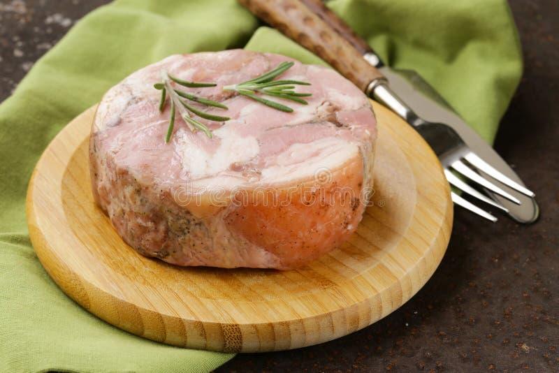 Carbonato caseiro do porco assado com alecrins imagem de stock