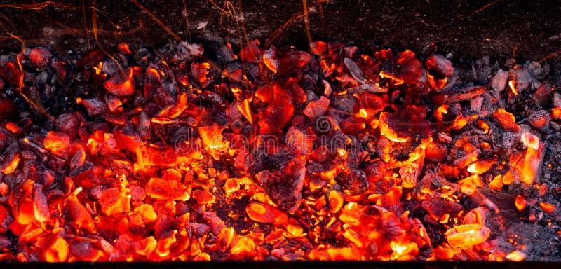 Carbone bruciante come fondo fotografia stock libera da diritti