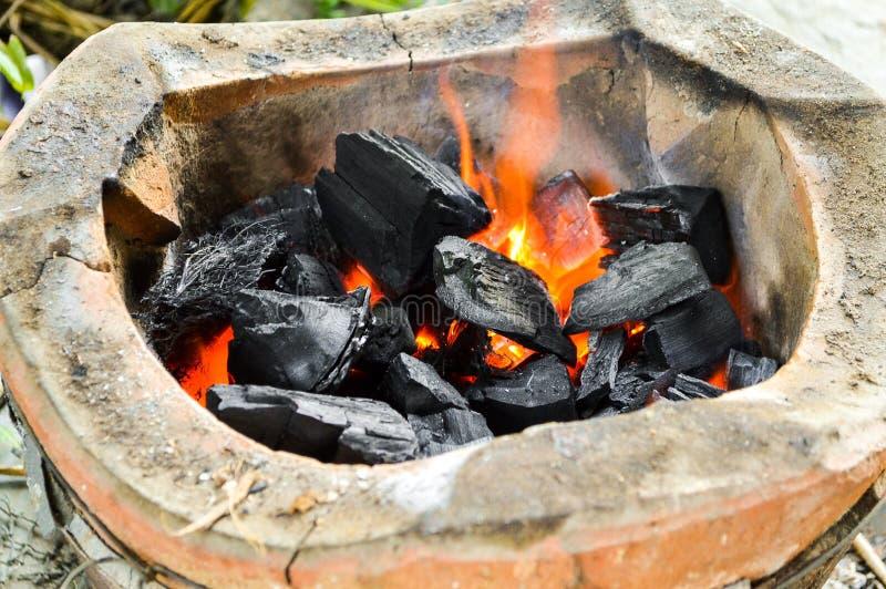 Carbone caldo in stufa fotografia stock libera da diritti