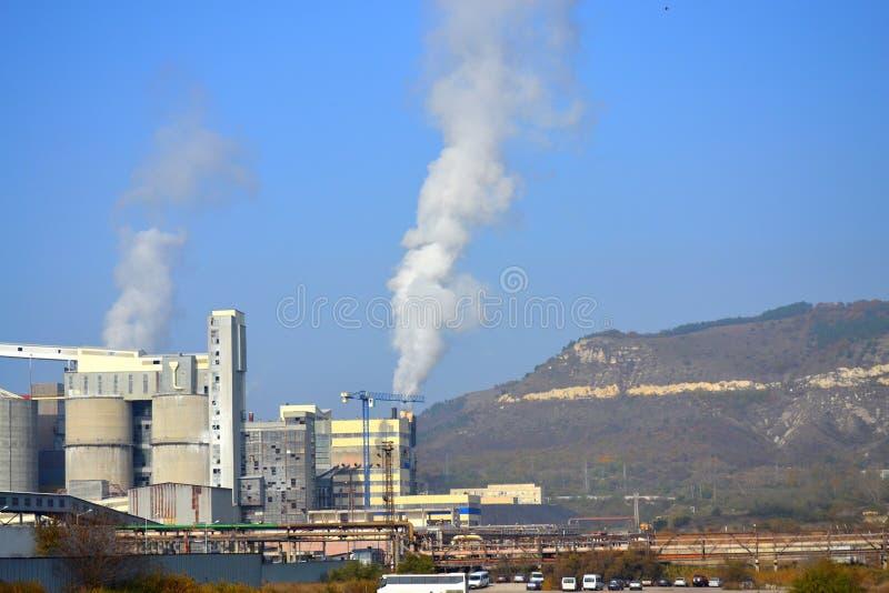 Carbone che brucia la pianta di corrente elettrica immagine stock
