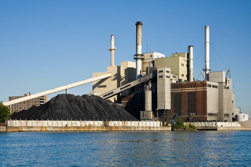 Carbone che brucia la pianta di corrente elettrica fotografie stock