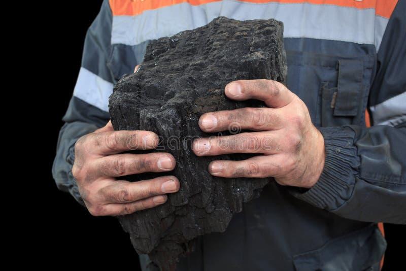 Carbone nelle mani di un minatore Primo piano fotografia stock
