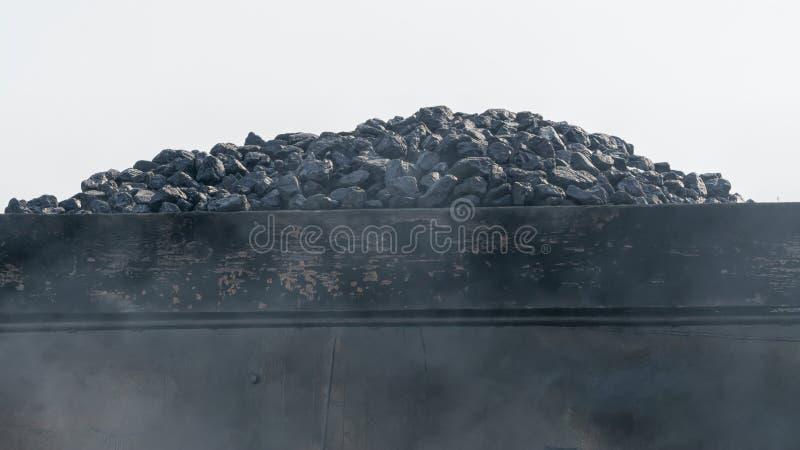 Carbone sul vagone fotografie stock libere da diritti