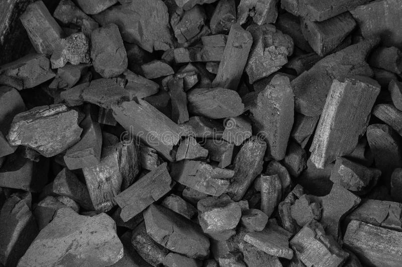 Carbone tradizionale naturale del carbone vegetale o carbone vegetale duro fotografie stock libere da diritti
