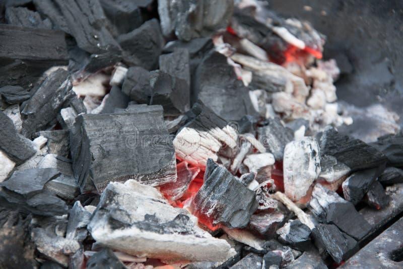 Carbones calientes para la parrilla imagen de archivo libre de regalías